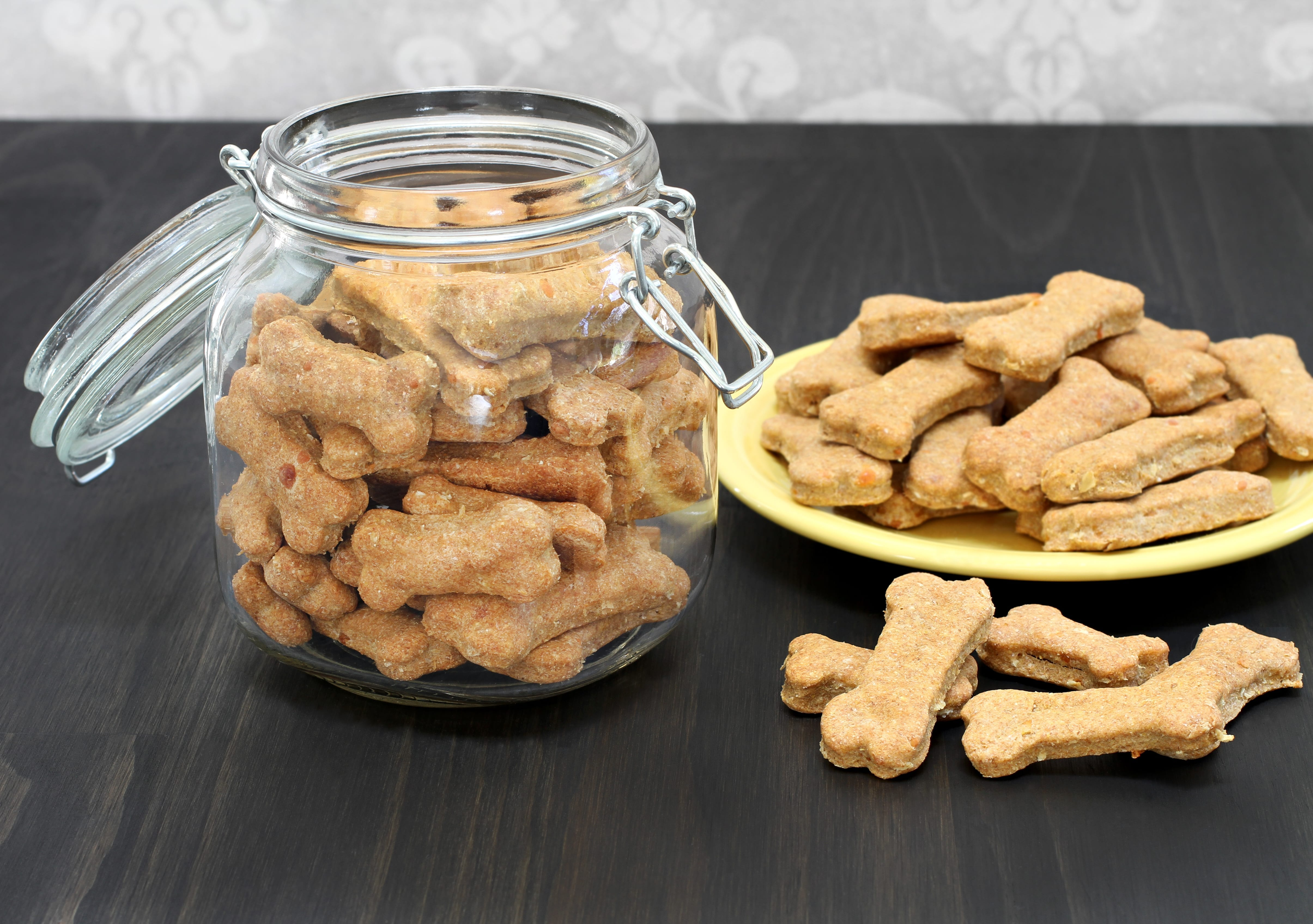 Recipes: DIY Pumpkin Dog Biscuits